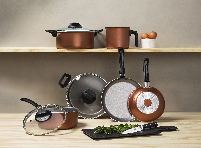 Conjunto Curry com revestimento Pro-Fon. São 6 peças: 2 caçarolas, 1 panelas, 2 frigideiras e 1 fervedor.