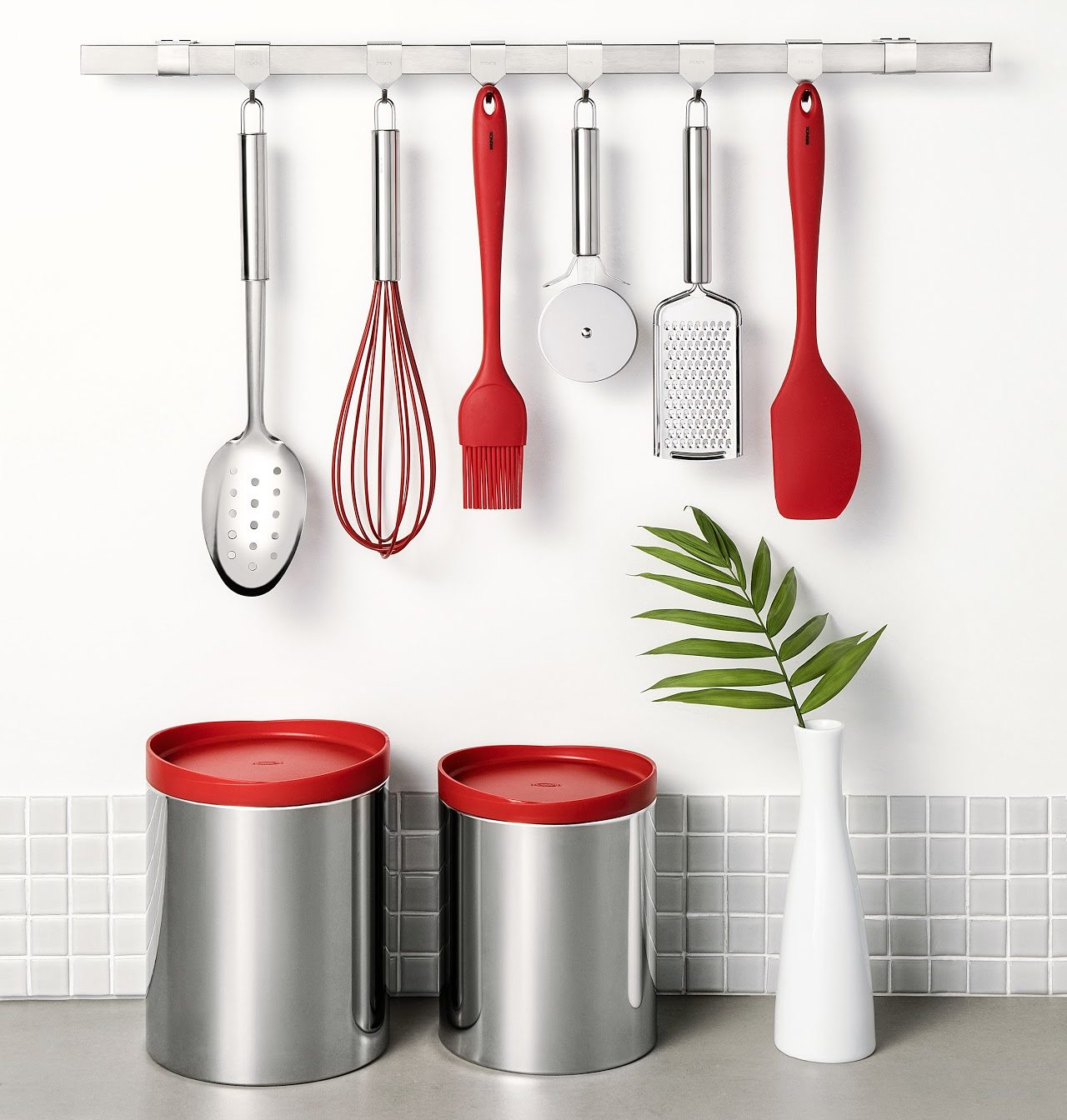 Feng Shui na cozinha: acessórios, como potes e utensílios, precisam ficar organizados.