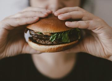 Dia do Hambúrguer: aprenda duas receitas